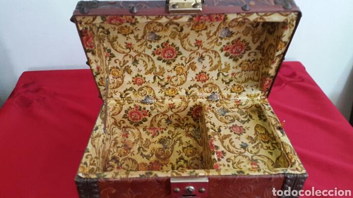 Antigüedades: COFRE CAJA MUSICAL FORRADO DE PIEL REPUJADA CON CARA DE CERVANTES - Foto 6 - 90295556