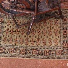 Antigüedades: PEQUEÑA ALFOMBRA ORIENTAL. Lote 90338092