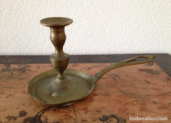 Antigüedades: Antiquísimo portavelas en bronce - Foto 2 - 90363264