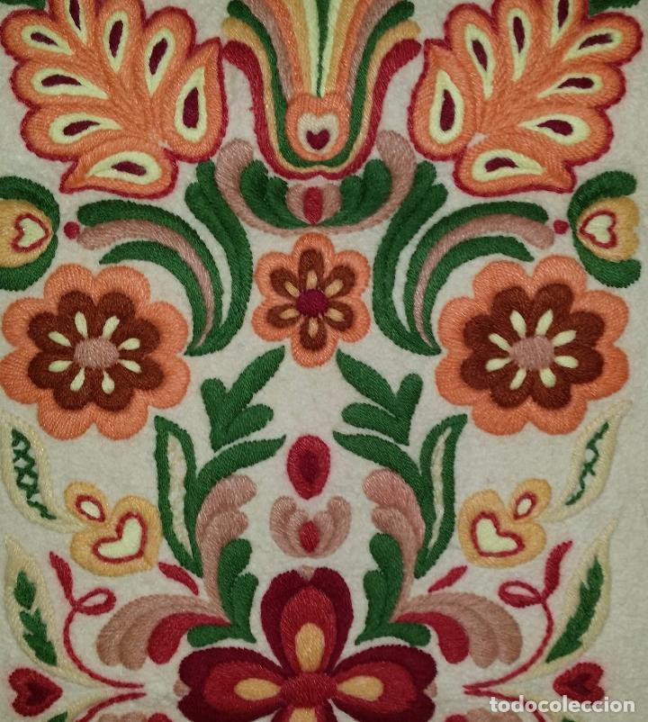 TAPIZ BORDADO (Antigüedades - Hogar y Decoración - Tapices Antiguos)