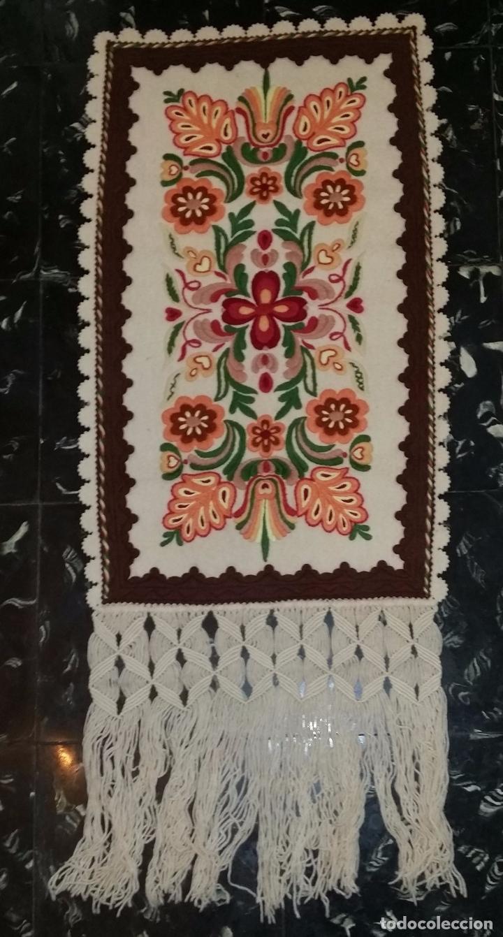 Antigüedades: Tapiz bordado - Foto 2 - 90405589