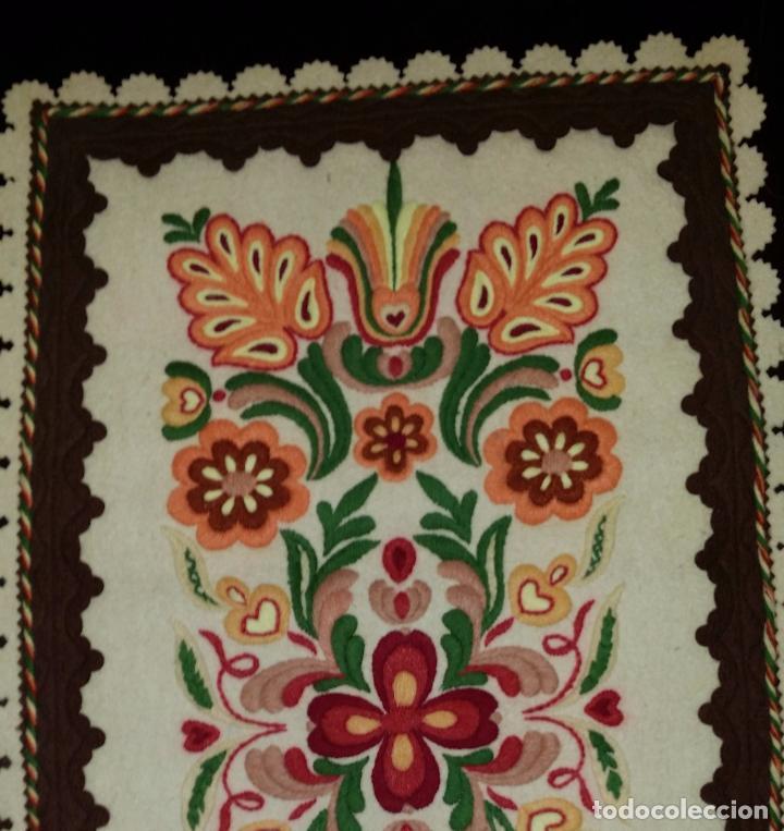 Antigüedades: Tapiz bordado - Foto 3 - 90405589