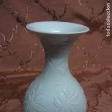 Antigüedades: PRECIOSO JARRÓN BLANCO DE LLADRÓ. Lote 90521815