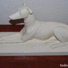 Antigüedades: FIGURA DE PORCELANA - GALGO - SARREGUEMINES - FRANCIA - AÑOS 20-30 - ART DÉCO. Lote 90531730