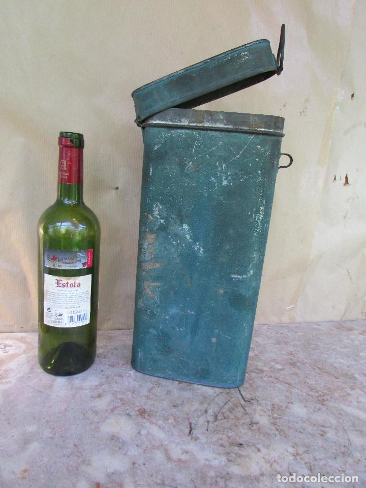Antigüedades: HOSTIERO. Caja de metal para guardar las hostias una vez recortadas. Antigua Ovalada - Foto 4 - 90616470