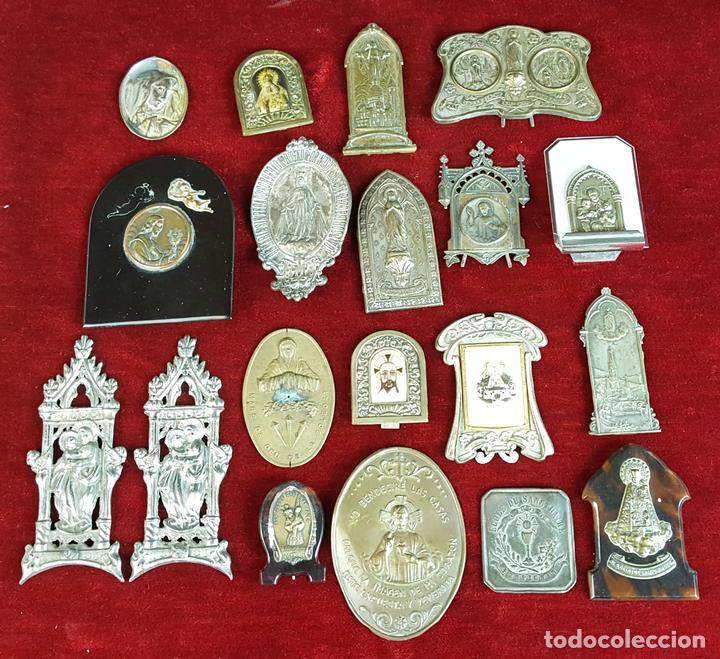 COLECCION DE 19 ORNAMENTOS RELIGIOSOS. METAL Y RESINA. SIGLO XIX-XX. (Antigüedades - Religiosas - Ornamentos Antiguos)