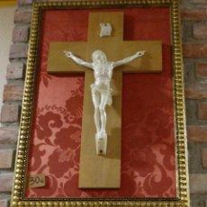 Antigüedades: CUADRO CON CRISTO IMITANDO A MARFIL. Lote 90671410