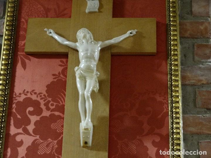 Antigüedades: CUADRO CON CRISTO IMITANDO A MARFIL - Foto 2 - 90671410
