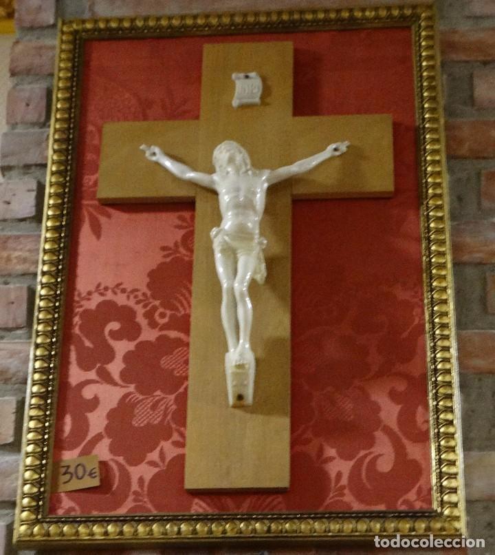 Antigüedades: CUADRO CON CRISTO IMITANDO A MARFIL - Foto 3 - 90671410