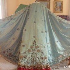 Antiquitäten - Manto para virgen vestidera de tamaño natural (168 x 277 cm) bordado en hilo de plata. Hacia 1900. - 90675575