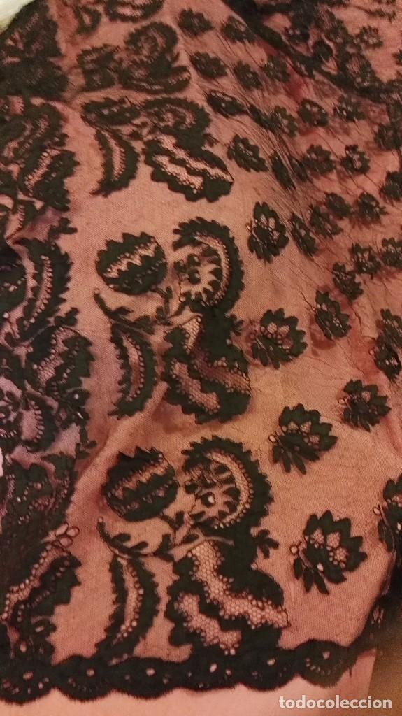 Antigüedades: Maravillosa y espectacular mantilla de terno antigua de tul de bolillo, bordado encaje manual. - Foto 11 - 90690590