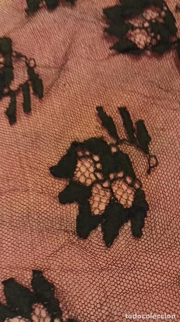 Antigüedades: Maravillosa y espectacular mantilla de terno antigua de tul de bolillo, bordado encaje manual. - Foto 14 - 90690590