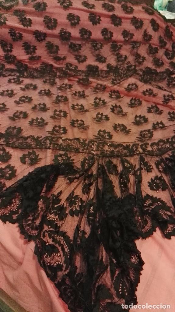 Antigüedades: Maravillosa y espectacular mantilla de terno antigua de tul de bolillo, bordado encaje manual. - Foto 15 - 90690590