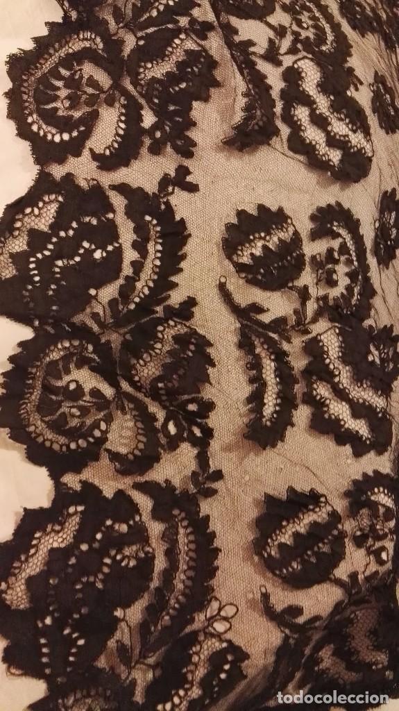 Antigüedades: Maravillosa y espectacular mantilla de terno antigua de tul de bolillo, bordado encaje manual. - Foto 21 - 90690590