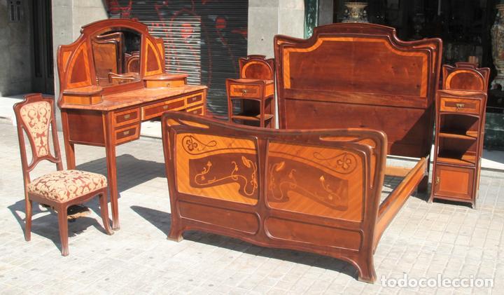Dormitorio modernista madera de caoba y marque comprar for Muebles catalunya