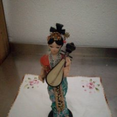 Antigüedades: ANTIGUA GEISHA DE TELA Y SERRÍN. Lote 90831839