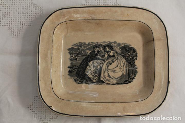 BANDEJA O FUENTE RECTANGULAR DE LOZA FINA LA AMISTAD DE CARTAGENA, S. XIX (Antigüedades - Porcelanas y Cerámicas - Cartagena)