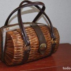Antigüedades: BOLSO DE MIMBRE - INTERIOR EN TELA - AÑOS 40-50. Lote 90918040
