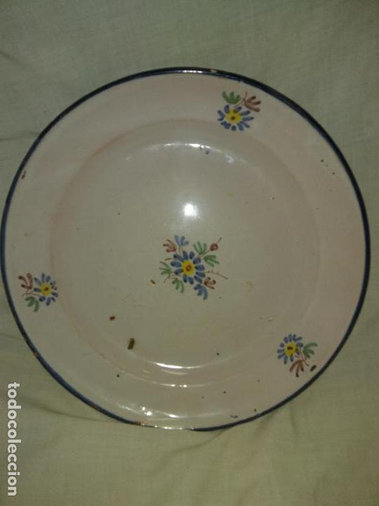 PLATO CERAMICA ALCORA 1800 SERIE RAMITO FIRMADO (Antigüedades - Porcelanas y Cerámicas - Alcora)
