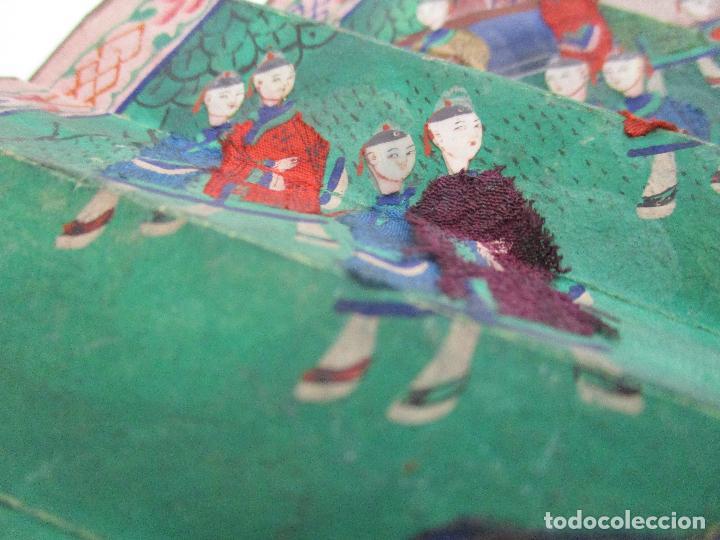 Antigüedades: Precioso Abanico de las Mil Caras - China - Caras en Marfil - Vestidos Seda - Dinastía Qnig - S. XIX - Foto 13 - 90980015