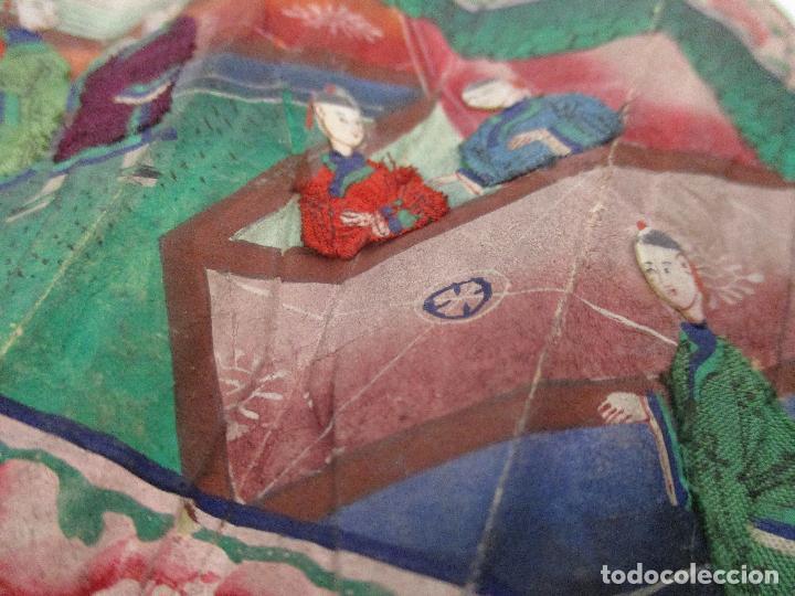 Antigüedades: Precioso Abanico de las Mil Caras - China - Caras en Marfil - Vestidos Seda - Dinastía Qnig - S. XIX - Foto 14 - 90980015