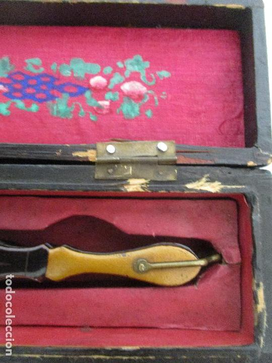 Antigüedades: Precioso Abanico de las Mil Caras - China - Caras en Marfil - Vestidos Seda - Dinastía Qnig - S. XIX - Foto 26 - 90980015