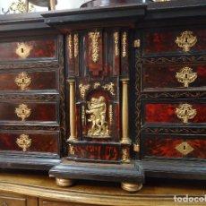 Antigüedades: BARGUEÑO ESTILO ITALIANO XVIII FINALES, MADERA EBONIZADA BRONCE Y CAREY.. Lote 91012405
