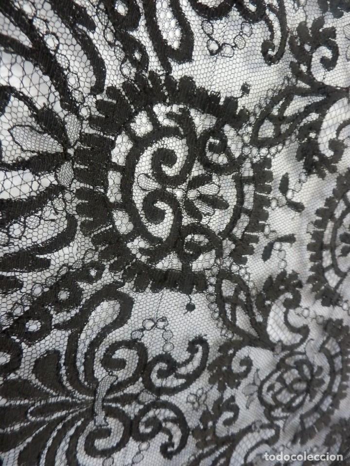 Antigüedades: 4054 Mantilla en seda lasa años 1900 bordada a mano - Foto 4 - 91057835