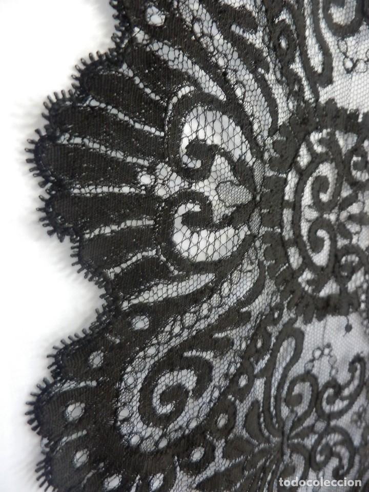Antigüedades: 4054 Mantilla en seda lasa años 1900 bordada a mano - Foto 5 - 91057835