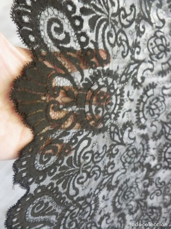 Antigüedades: 4054 Mantilla en seda lasa años 1900 bordada a mano - Foto 6 - 91057835