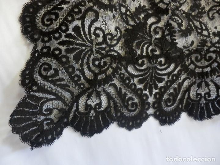 Antigüedades: 4054 Mantilla en seda lasa años 1900 bordada a mano - Foto 7 - 91057835