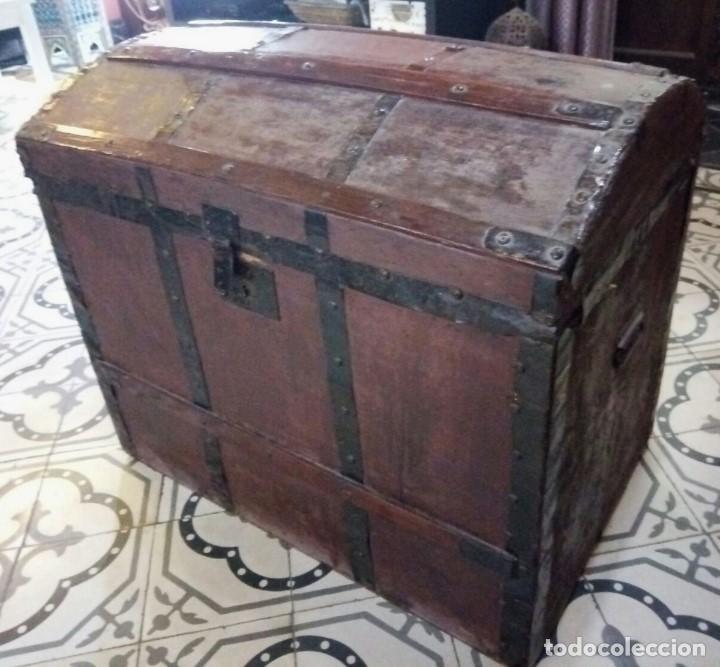 ANTIGUO ARCON O BAUL. PRINCIPIOS DEL S.XX. CON HERRAJES DE FORJA. INTERIOR FORRADO DE PAPEL. (Antigüedades - Muebles Antiguos - Baúles Antiguos)