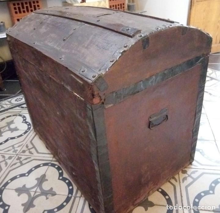 Antigüedades: Antiguo Arcon o Baul. Principios del S.XX. Con herrajes de forja. Interior forrado de papel. - Foto 4 - 91250615