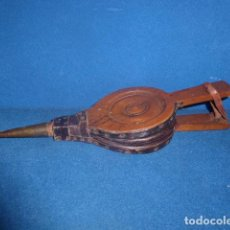 Antigüedades: ANTIGUO FUELLE DE MADERA Y CUERO PARA CHIMENEA. Lote 177948224