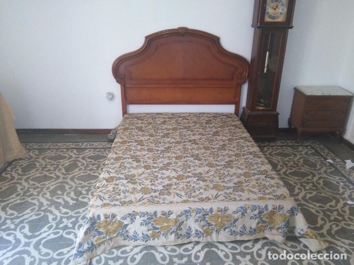 Antigüedades: gran colcha antigua sedina floral cama matrimonio confeccion manto manton traje virgen semana santa - Foto 2 - 91346285