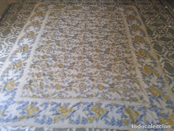 Antigüedades: gran colcha antigua sedina floral cama matrimonio confeccion manto manton traje virgen semana santa - Foto 3 - 91346285