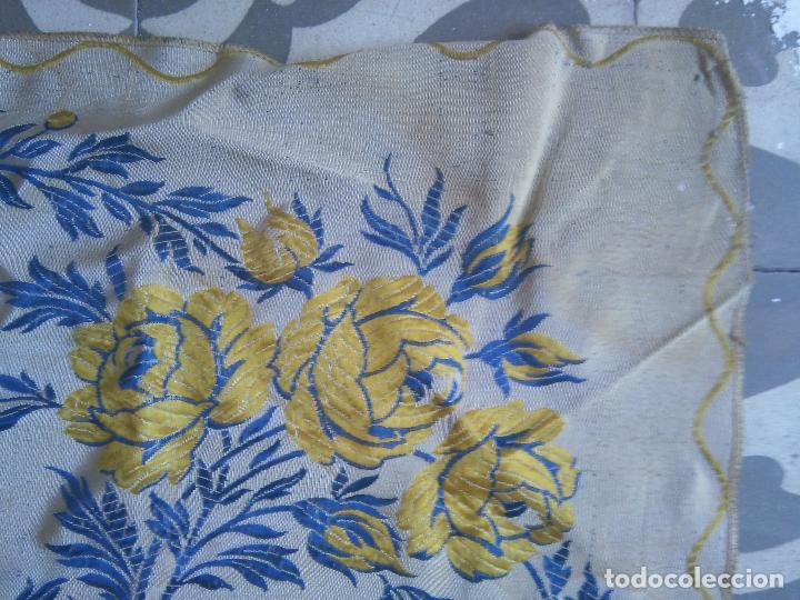 Antigüedades: gran colcha antigua sedina floral cama matrimonio confeccion manto manton traje virgen semana santa - Foto 4 - 91346285