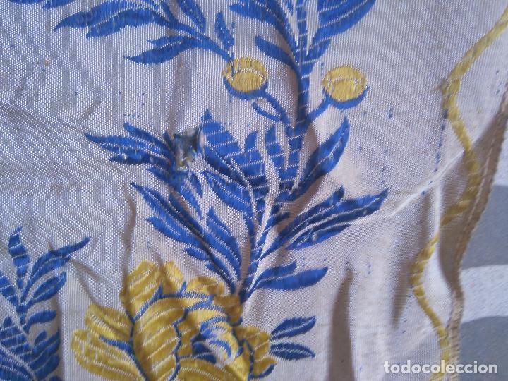 Antigüedades: gran colcha antigua sedina floral cama matrimonio confeccion manto manton traje virgen semana santa - Foto 5 - 91346285
