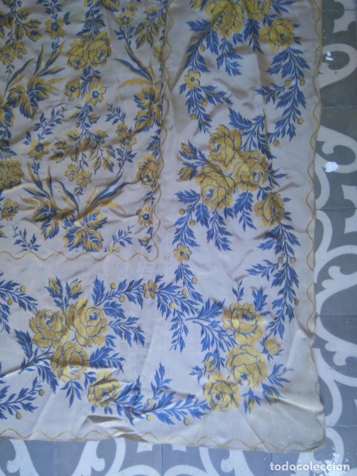 Antigüedades: gran colcha antigua sedina floral cama matrimonio confeccion manto manton traje virgen semana santa - Foto 6 - 91346285
