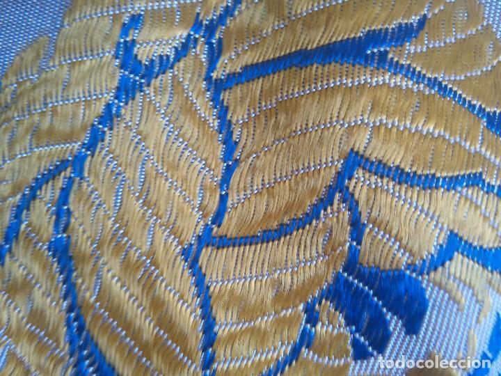 Antigüedades: gran colcha antigua sedina floral cama matrimonio confeccion manto manton traje virgen semana santa - Foto 7 - 91346285