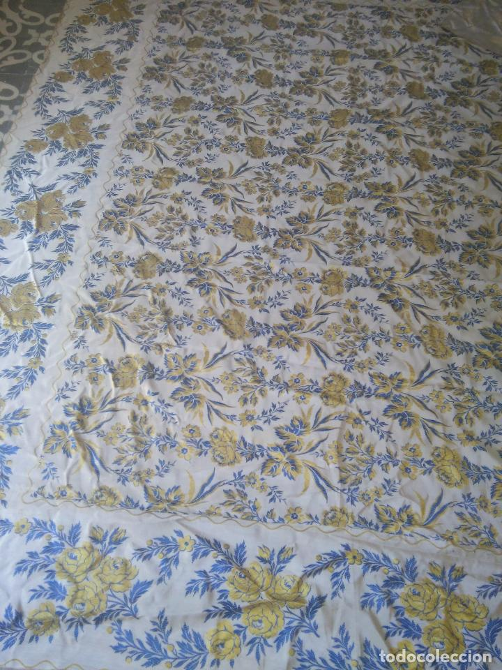 Antigüedades: gran colcha antigua sedina floral cama matrimonio confeccion manto manton traje virgen semana santa - Foto 8 - 91346285