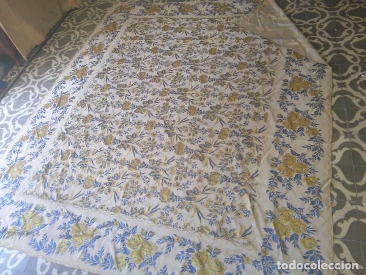 Antigüedades: gran colcha antigua sedina floral cama matrimonio confeccion manto manton traje virgen semana santa - Foto 9 - 91346285