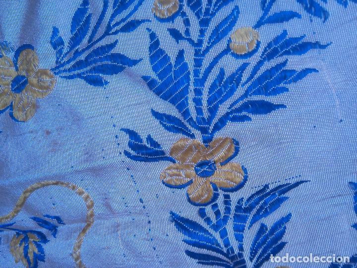 Antigüedades: gran colcha antigua sedina floral cama matrimonio confeccion manto manton traje virgen semana santa - Foto 10 - 91346285
