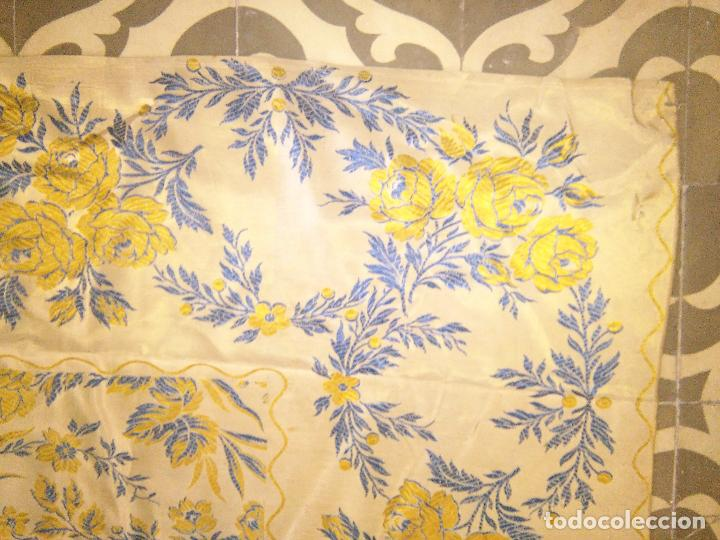 Antigüedades: gran colcha antigua sedina floral cama matrimonio confeccion manto manton traje virgen semana santa - Foto 16 - 91346285