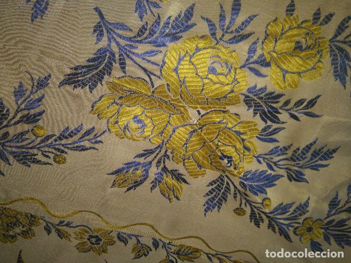 Antigüedades: gran colcha antigua sedina floral cama matrimonio confeccion manto manton traje virgen semana santa - Foto 17 - 91346285