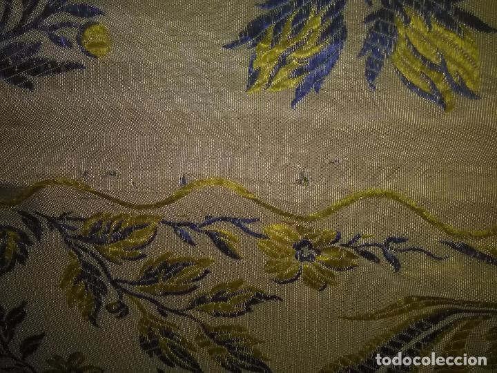 Antigüedades: gran colcha antigua sedina floral cama matrimonio confeccion manto manton traje virgen semana santa - Foto 18 - 91346285
