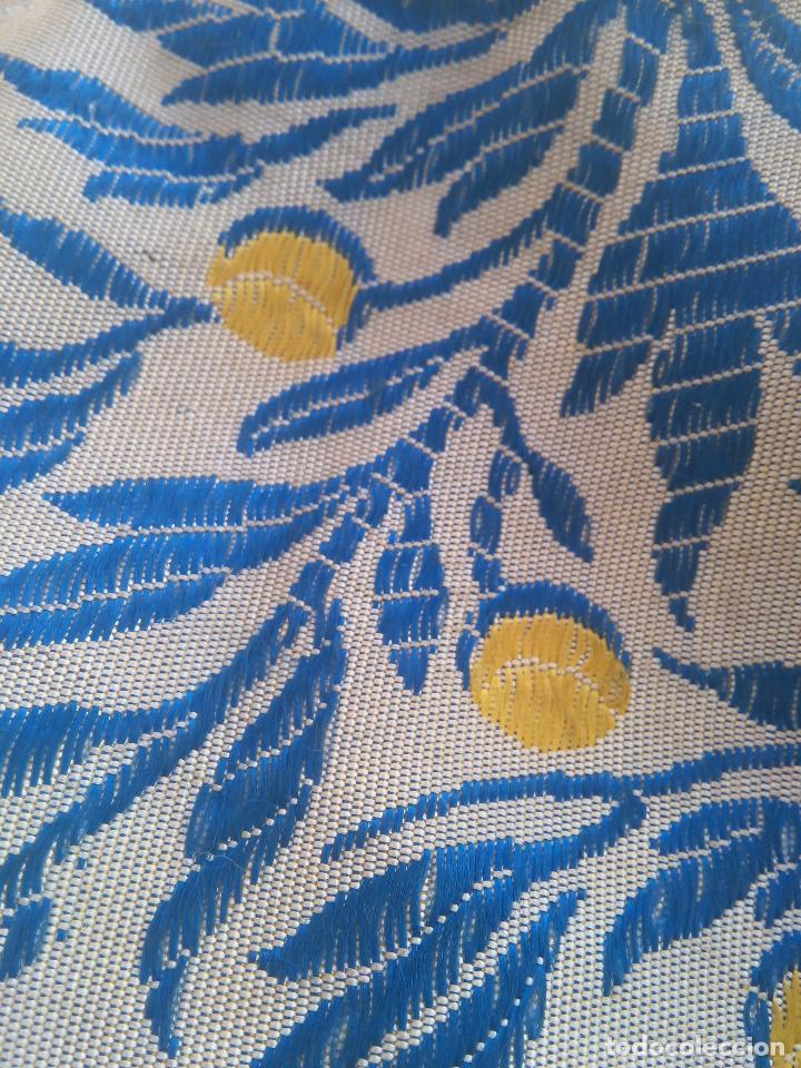 Antigüedades: gran colcha antigua sedina floral cama matrimonio confeccion manto manton traje virgen semana santa - Foto 19 - 91346285