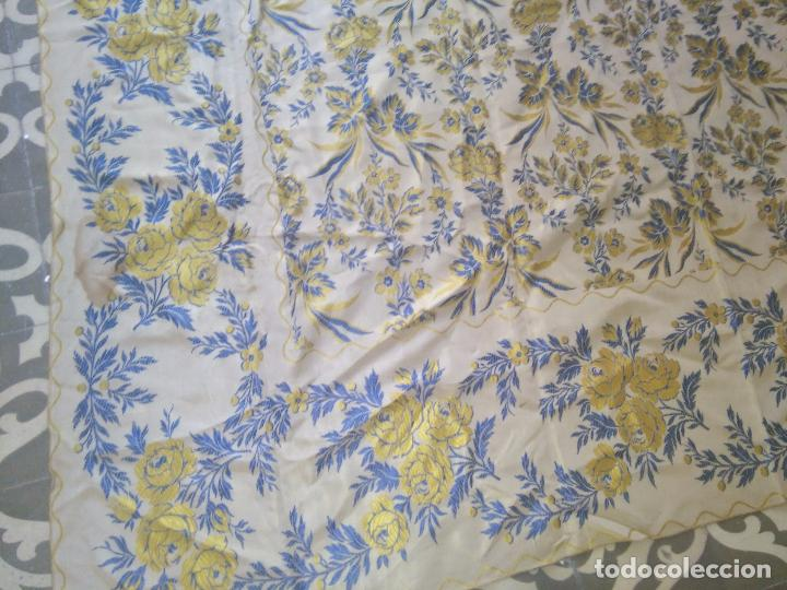Antigüedades: gran colcha antigua sedina floral cama matrimonio confeccion manto manton traje virgen semana santa - Foto 20 - 91346285