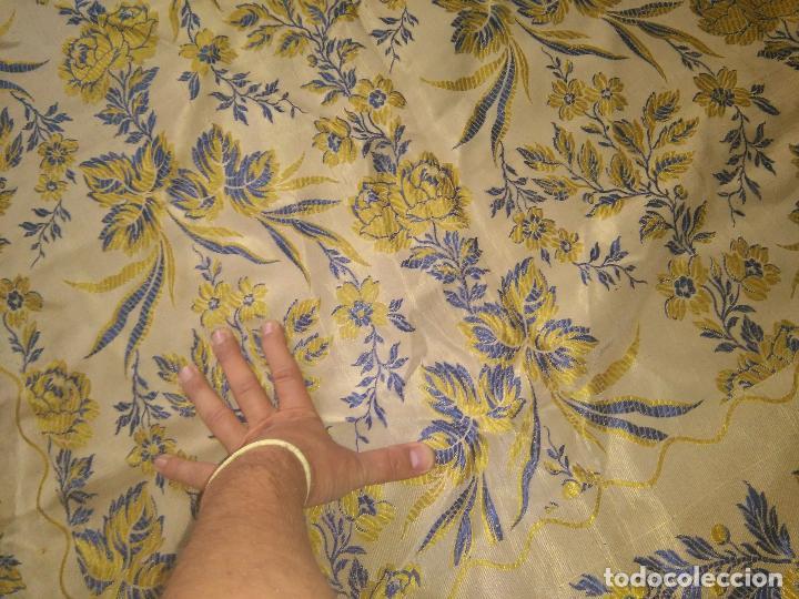 Antigüedades: gran colcha antigua sedina floral cama matrimonio confeccion manto manton traje virgen semana santa - Foto 21 - 91346285