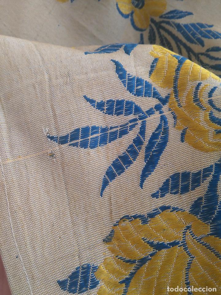 Antigüedades: gran colcha antigua sedina floral cama matrimonio confeccion manto manton traje virgen semana santa - Foto 22 - 91346285